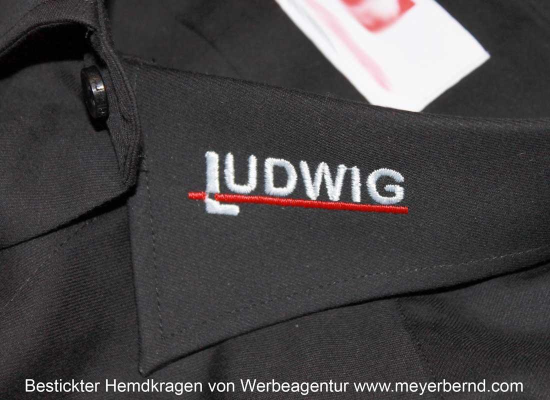 Hemdkragen mit Logos bestickt