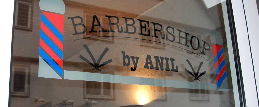 Anils Barbershop Beschriftung mehrerer Scheiben von innen