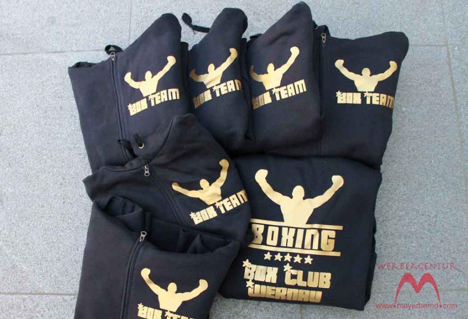 Schwarze Hoodies für  den Box Club Wernau mit goldener Beschriftung