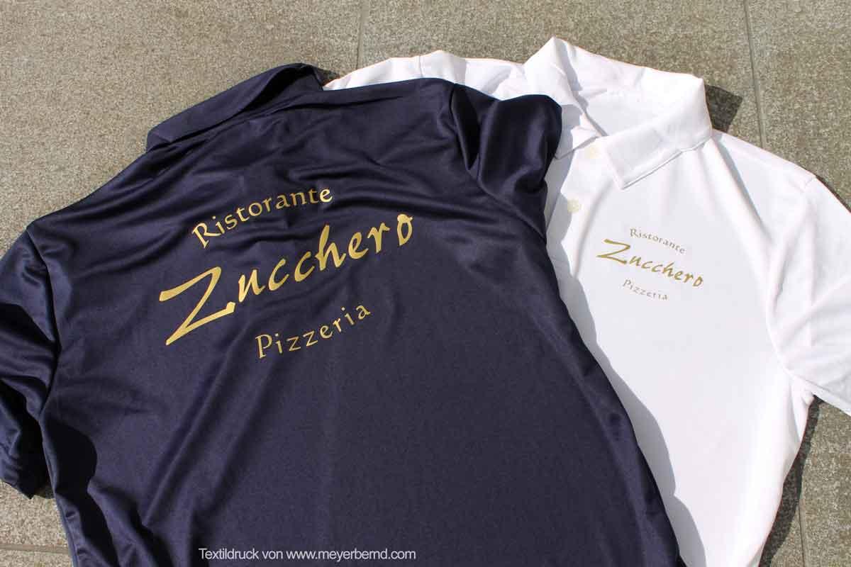 Textildruck - ja Druck auf Textilien bieten wir mit, oder ohne Textilien an. Hier die Arbeitsshirts der Pizzeria Zucchero